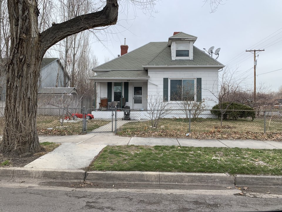 Salt Lake City, UT - SELL MY HOUSE FAST. This property in Salt Lake has been a rental for the property owner for a few years. The property is in need of some repairs.