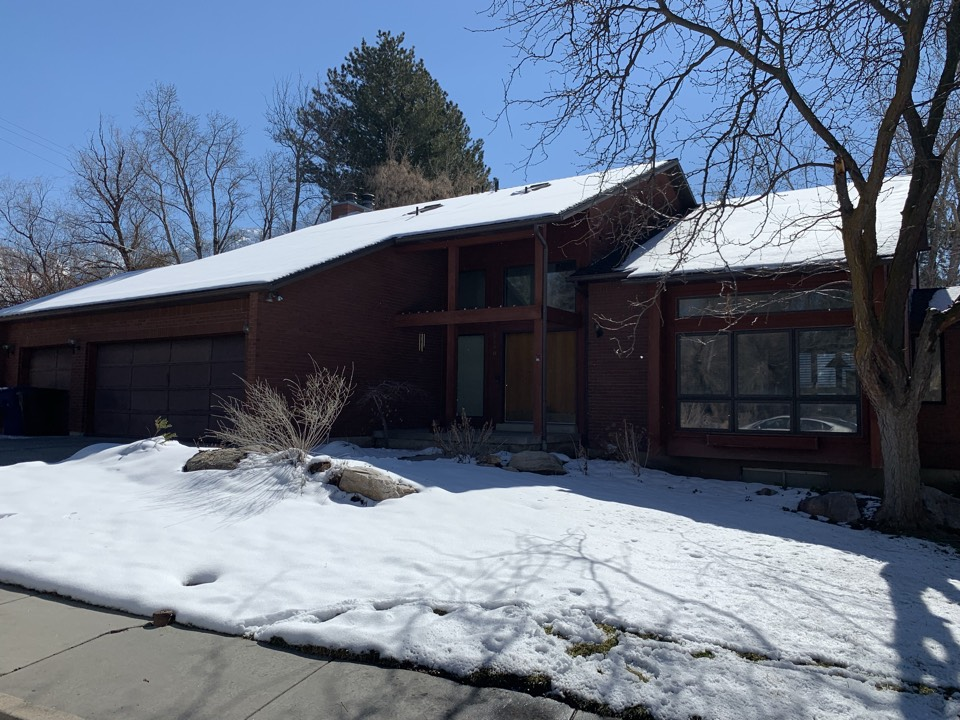 Holladay, UT - WE BUY HOUSES FAST. Sometimes the hassle of putting a property on the market just isn't worth it. This is how the seller of this home feels. He is interested in a cash offer and does not want to do any repairs.