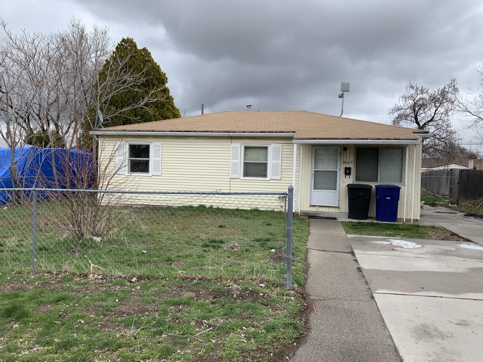 Kearns, UT - WE BUY HOUSES FAST. We looked at this Kearns property last Wednesday gave the sellers a cash offer and closed today.