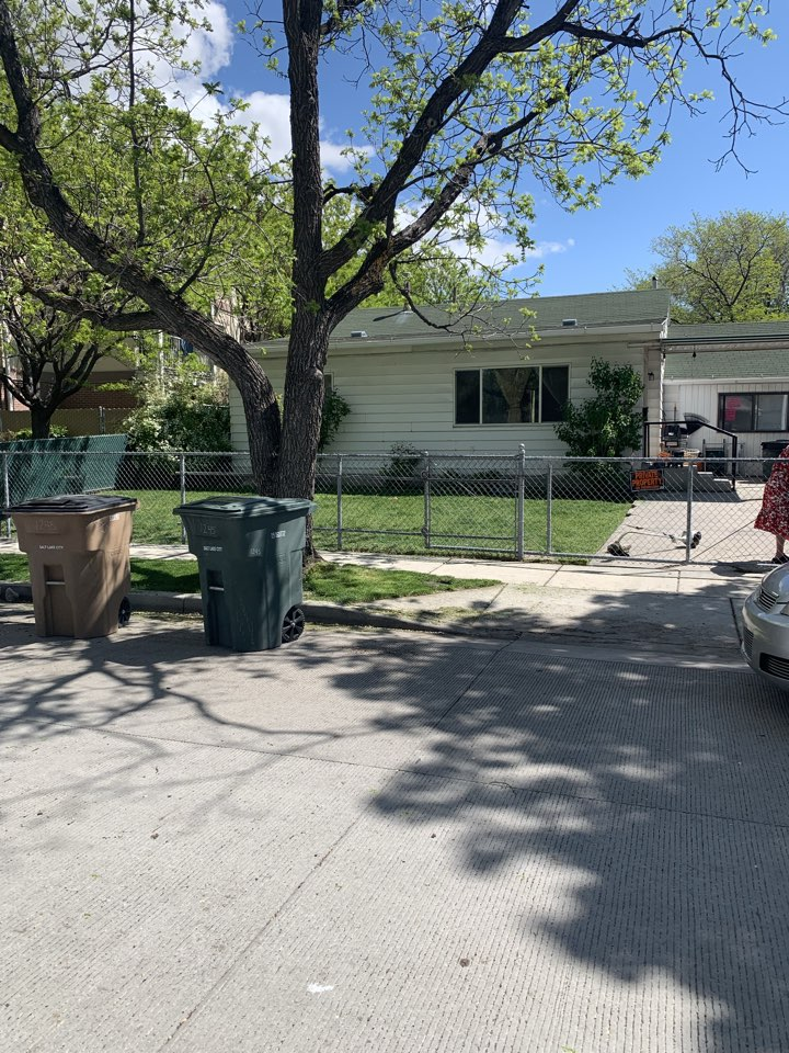 Salt Lake City, UT - SELL MY HOUSE FAST. The seller of this Salt Lake City home is ready to move. She has been the owner for almost 20 years and ready to sell. Wants a cash offer because she doesn't want to make repairs.