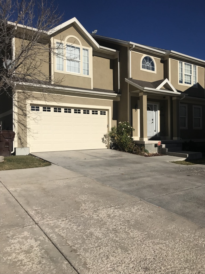 West Jordan, UT - Looking at a property here in West Jordan. The property is in good shape but needs a little TLC. With some carpet, paint and countertops there is a great opportunity to add value to the home.