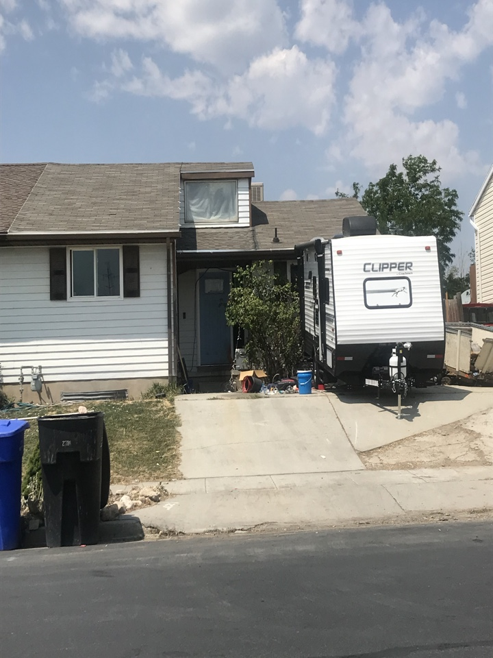 West Jordan, UT - WE BUY HOUSES CASH. The seller of this West Jordan home is considering a cash offer. The home is in need of some repairs.