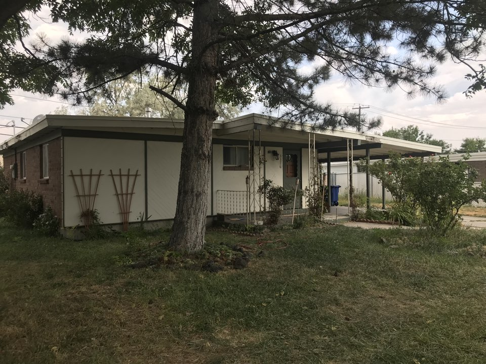 West Valley City, UT - After allowing the sellers to live in the home rent free for 30 days after closing we got possession of this West Valley property today. The home is in needs of repairs. We will get started ASAP.