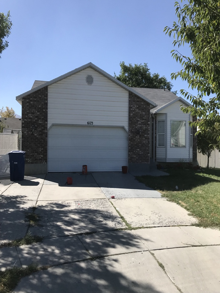 West Valley City, UT - WE BUY HOUSES FAST. Looking at a property that a seller is considering selling for cash. The property is in need of repair.