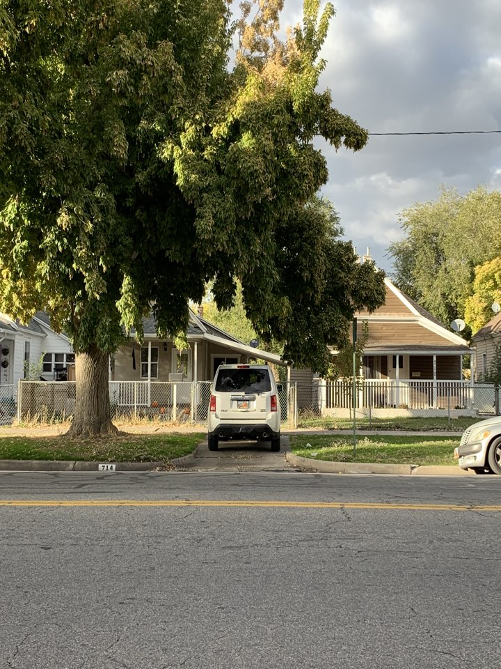 Salt Lake City, UT - WE BUY HOUSES FAST. This Salt Lake City property doesn't need a lot of work but the seller had the property on the market but it didn't sell. She doesn't want to wait the time necessary to sell on the market therefore she is looking for a Cash offer.