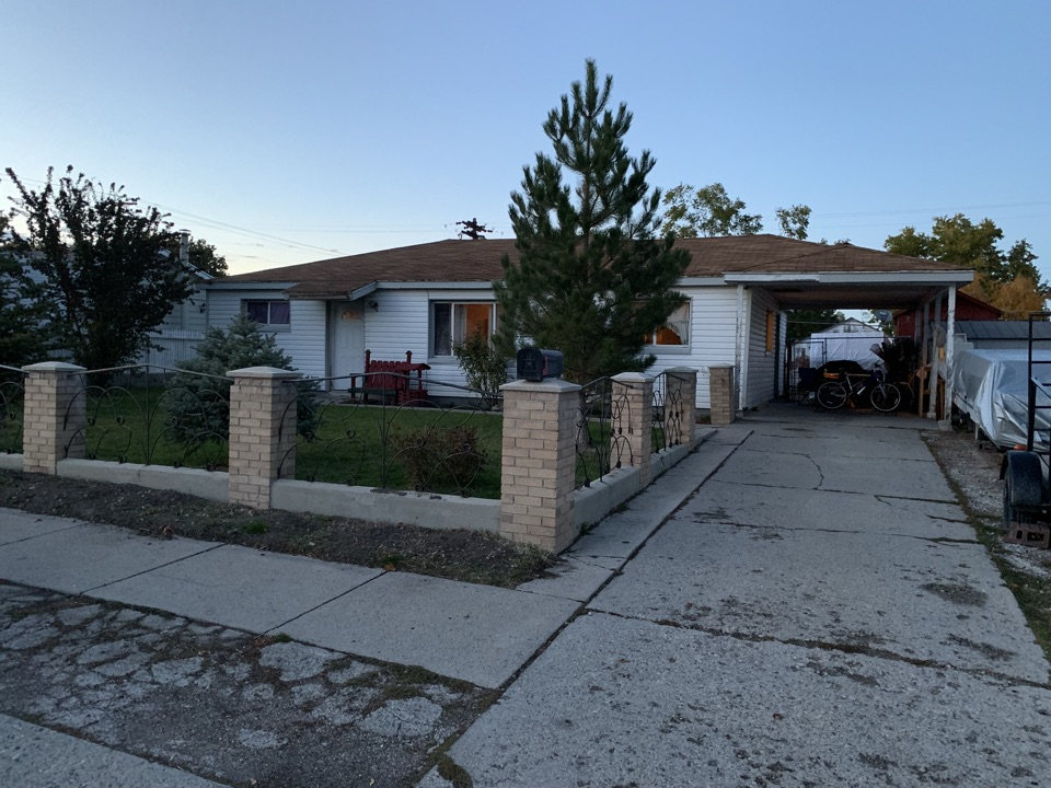 Kearns, UT - WE BUY HOUSES. Just looked at this Kearns property. The seller has lived in the home for the last 30 years and the home is in need of repair.