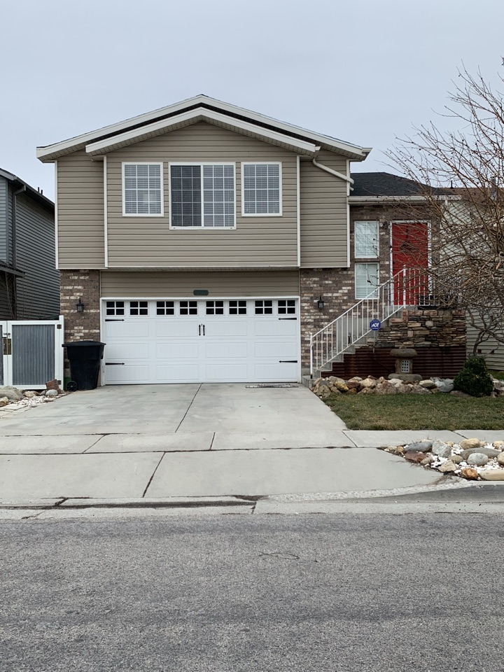 West Jordan, UT - WE BUY HOUSES FAST. Looking at this West Jordan home this morning. The house is in great condition but the sellers aren't interested in taking the time and effort to list the property.