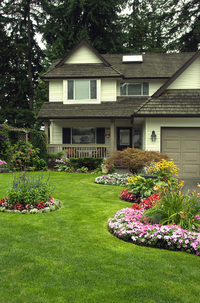 Get a Plan, Well Maintained House Yard Paint and Landscape Lawn