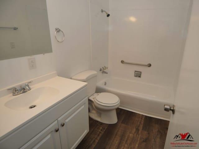 Indiana Ave Salt Lake Bathroom